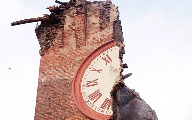 Fare la Storia, evitando l'estinzione.